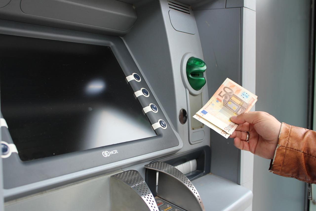 Prelievo di denaro dallo sportello automatico