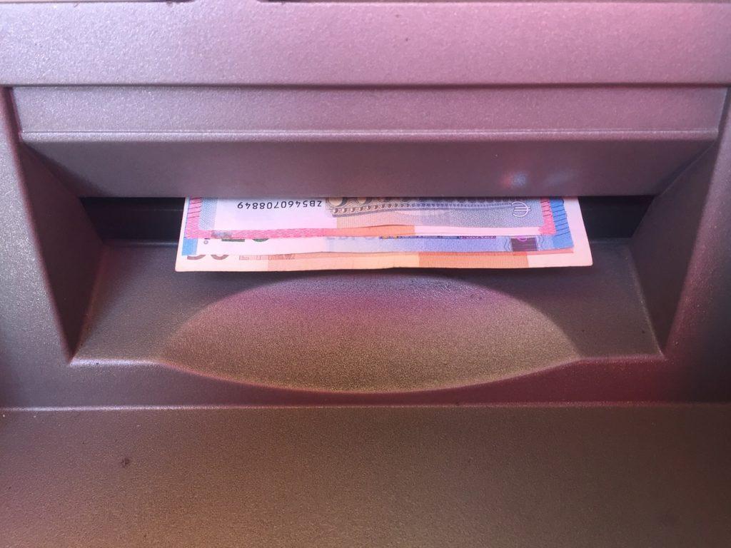 Banconote euro erogate dallo sportello automatico Bancomat
