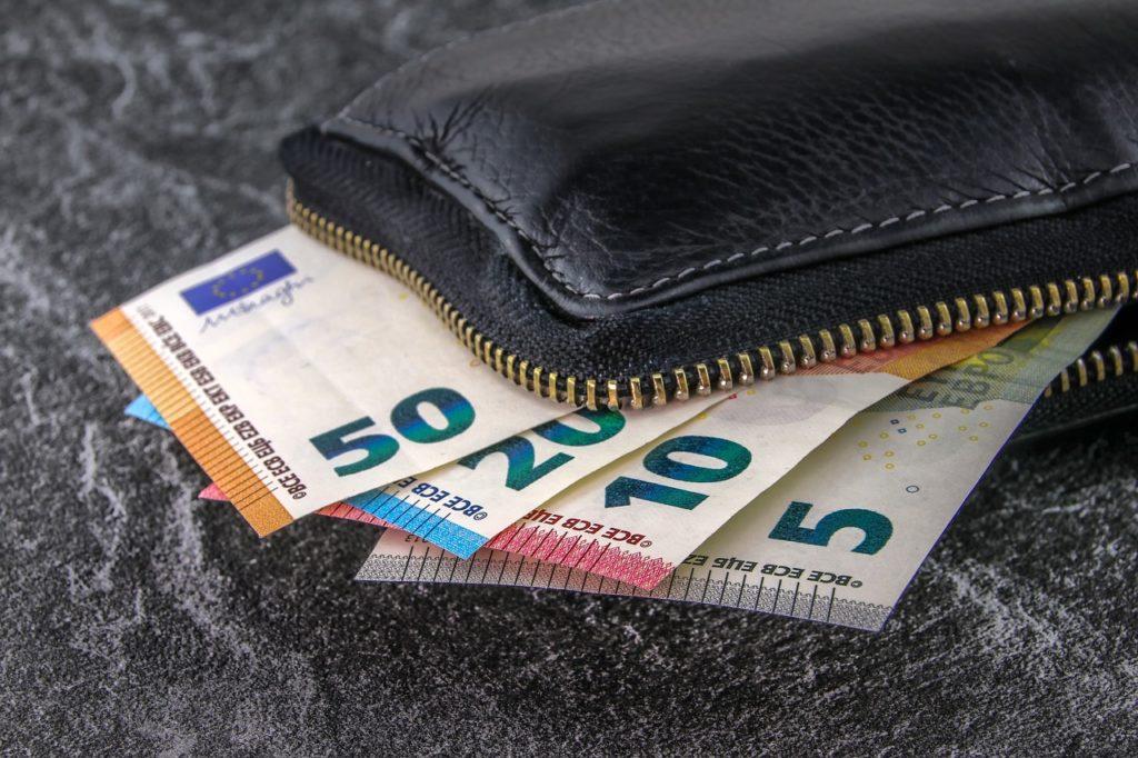 Portafoglio con banconote in Euro