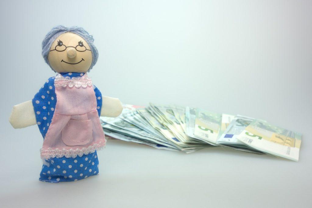 Aumento pensione INPS nonna fantoccio