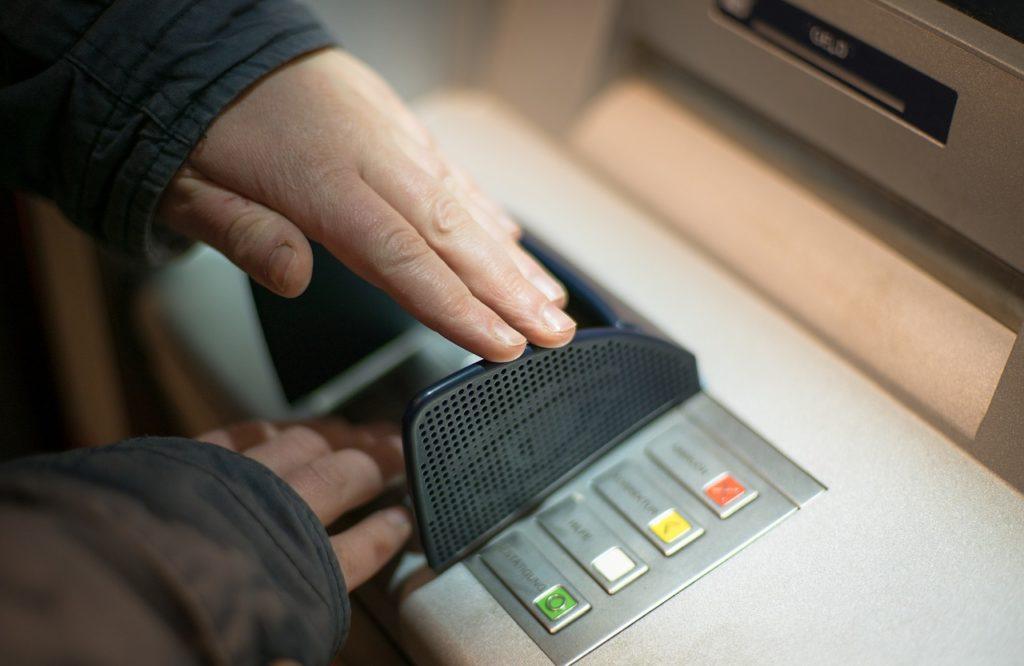 Bancomat digitazione del PIN