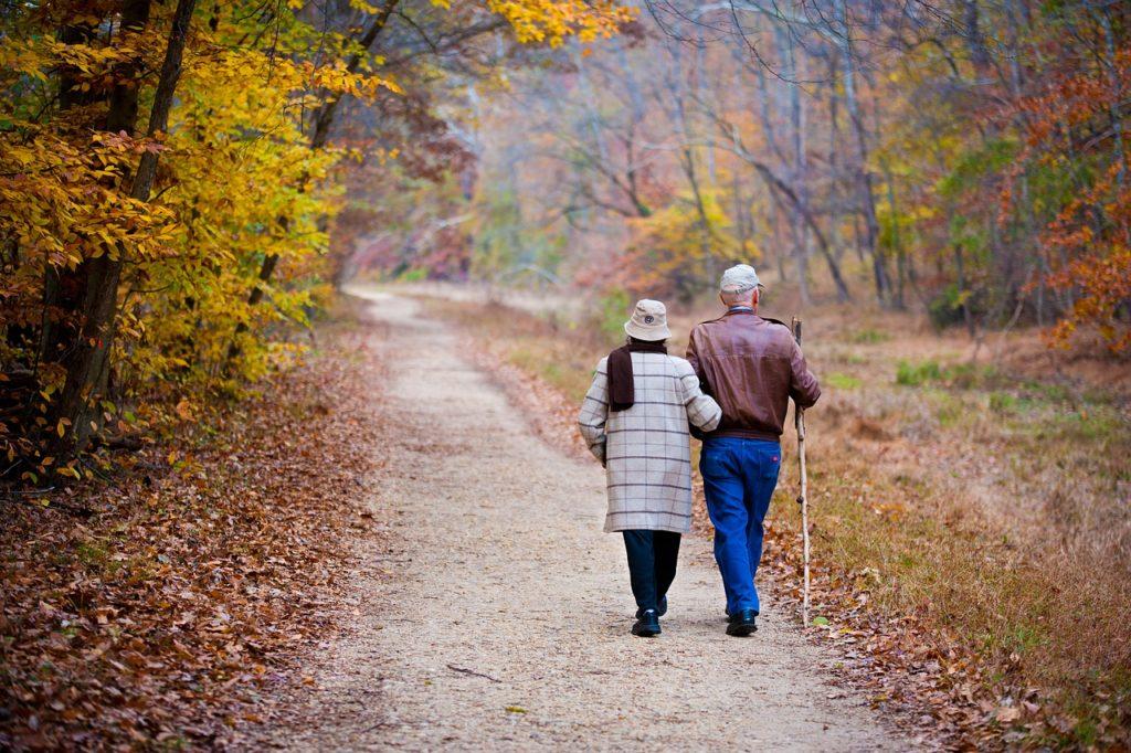 Coppia di anziani in pensione